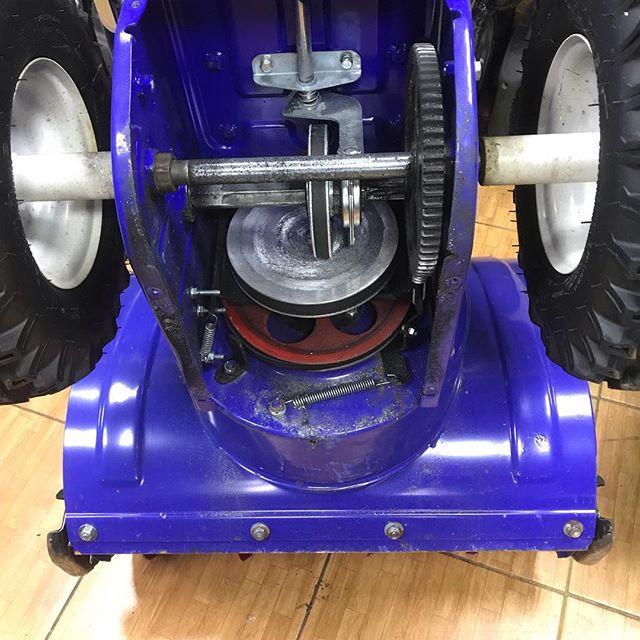 Своевременное ТО избавит от серьезных поломок вашу технику. Замена привода снегоуборочной машины.